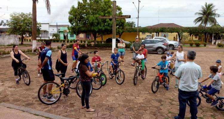 Colégio celebra 'Dia das Crianças' com passeio ciclístico em Aripuanã