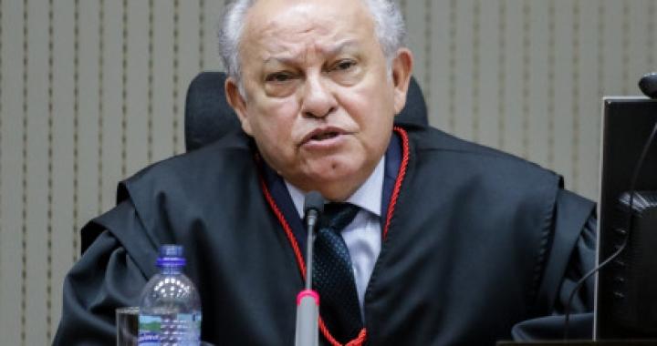 Desembargador do TJ manda soltar delegado acusado de tortura