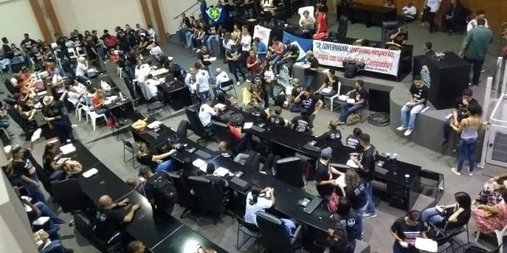 Servidores Públicos de Juína participam de protesto na Assembleia Legislativa de MT