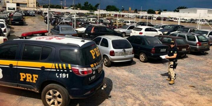 Cerca de 800 veículos apreendidos pela PRF serão leiloados em MT