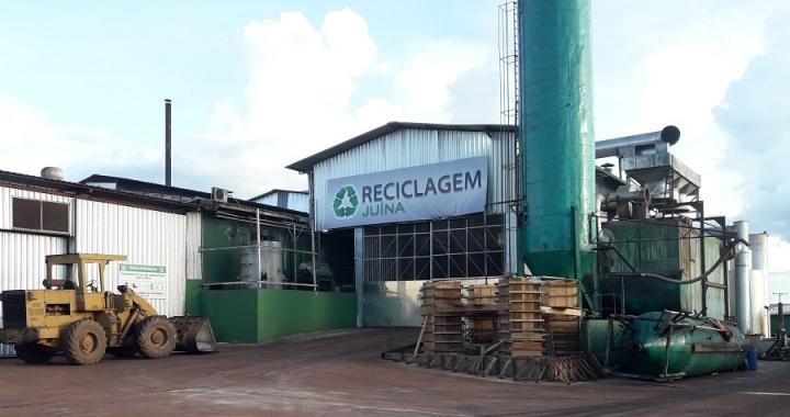 Dono da empresa reciclagem Juína explica o porquê do mau cheiro na cidade e as providências para sanar o problema