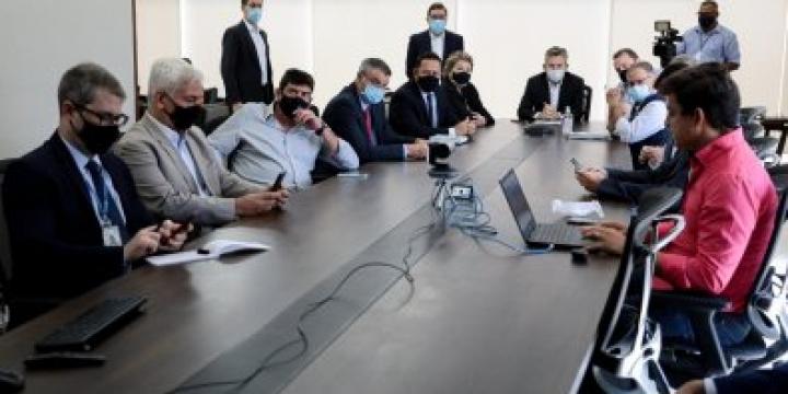 Mauro conduz reuniões sobre combate à Covid, mas descarta lockdown em MT