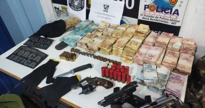 PM recupera R$ 164,7 mil com suspeitos de roubo as cooperativas em Nova Bandeirantes; quatro bandidos morreram