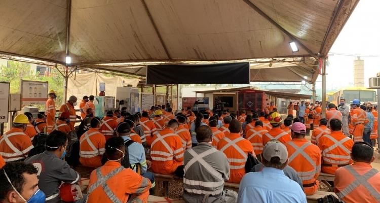 Policiais militares ministram palestra para funcionários de empresa em Aripuanã