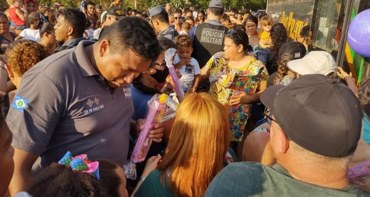 Polícia Militar de Aripuanã entrega brinquedos arrecadados em campanha para crianças